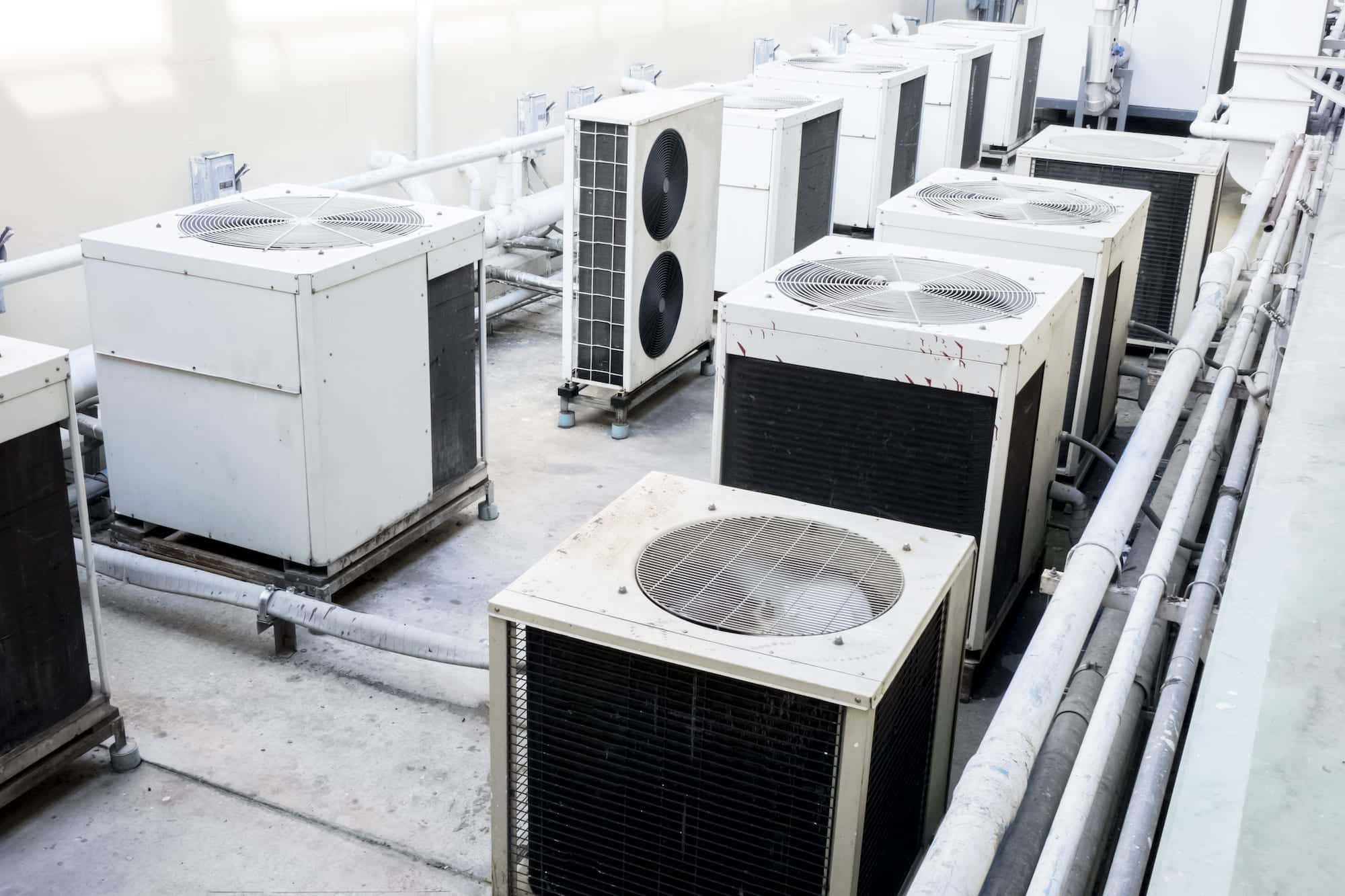 Multi split air conditioning system in a commercial building