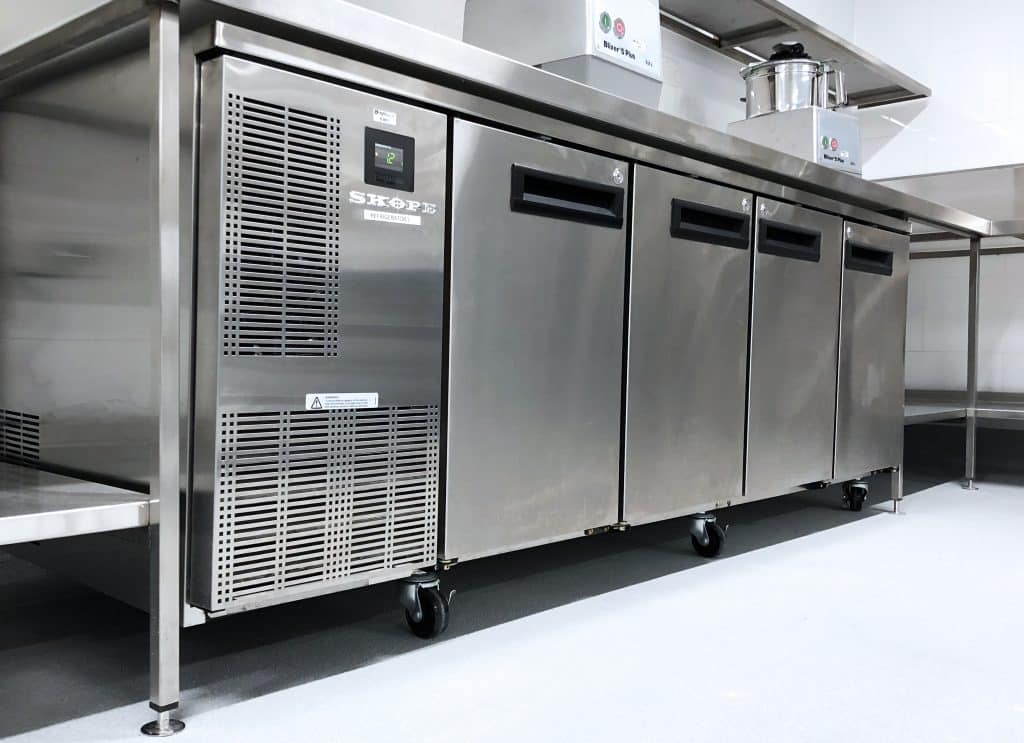 Refrigeration system, commercial catering equipment